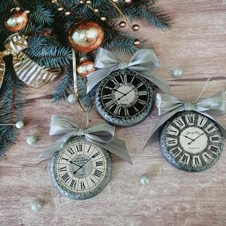 Набір новорічних іграшок - срібний годинник (3 штуки)