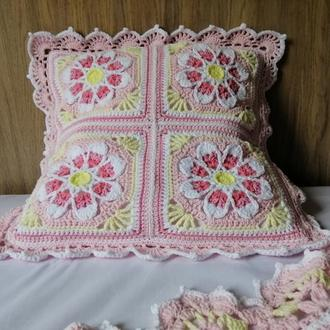 Вязаная крючком Декоративная Диванная Подушка, Розовая подушка с ромашками.