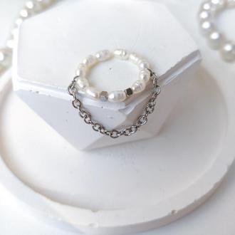 Кольцо из жемчуга с цепью