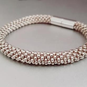 Браслет из бисера на магнитной застежке золотистый браслет жгут
