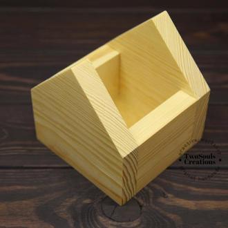 Деревянная подставка-домик, карандашница, кашпо.