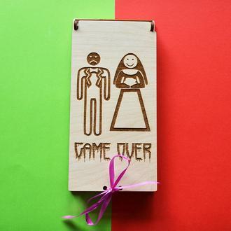 """Юмористический свадебный конверт """"Game Over"""". Оригинальная деревянная коробочка на свадьбу для денег"""