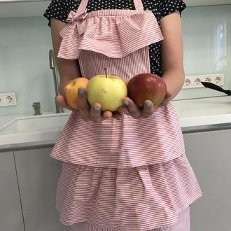 Хлопковый розовый фартук для женщины с оборками/ Кокетливый фартук для кухни и вечеринок