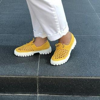 Вязаные ажурные ботиночки