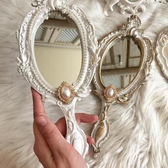 Винтажное ручное зеркало
