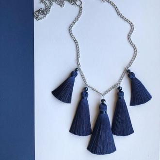 Кольє з китицями, пензликами синього кольору