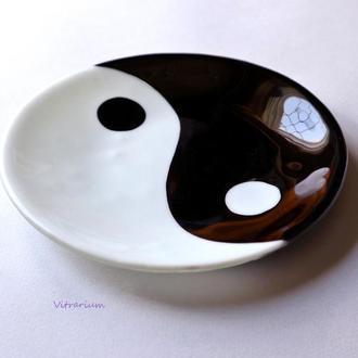 Блюдо Инь Янь из стекла ручной работы