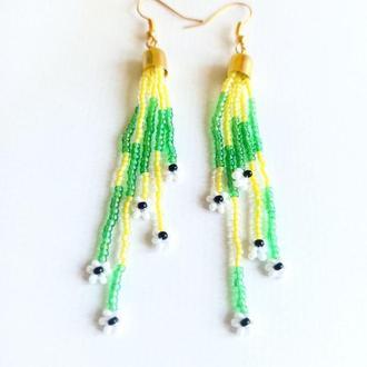 Красивые разноцветные серьги, трендовые ромашки из бисера Подарок девушке