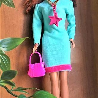 Платье бирюзовое с розовыми аксессуарами весеннее на Барби.