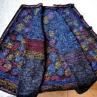 Женская кофта с вышивкой