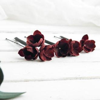 Бордовые шпильки с маленькими цветами в прическу невесте, Свадебные шпильки