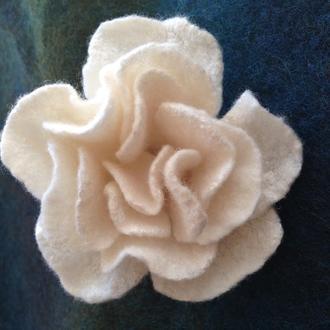 """Брошь валяная ручной работы """"White rose"""""""