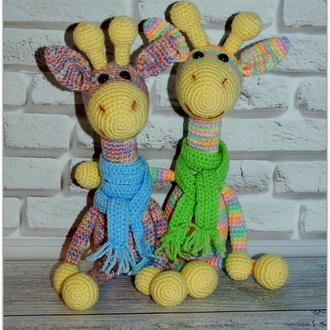 Радужный жирафик в шарфике