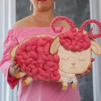 Овечка настенный декор в детскую комнату. Подарок для девочки на новоселье в стиле сканди.