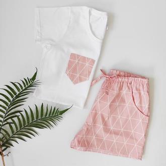 Женская пижамка с розовыми шортами