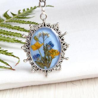 Подвеска кулон из живых диких цветов голубая цепочка из медицинской стали из смолы