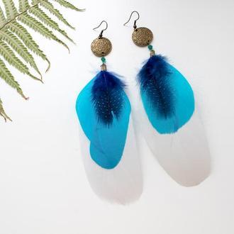 Длинные серьги перья голубой и белый цвет вечерние бохо