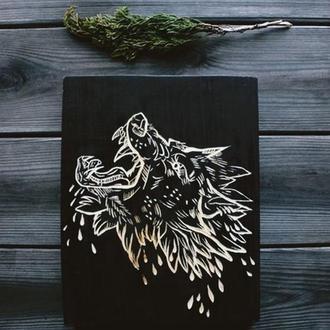 резная деревянная табличка