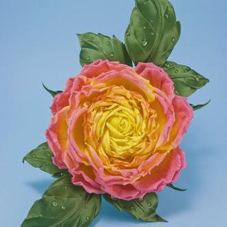 Брошь-цветок с розой из ткани