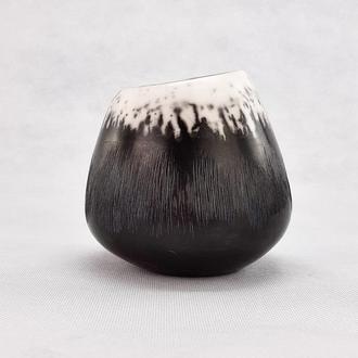 Маленькая керамическая декоративная ваза. Глиняная ваза ручной работы. Интерьерный декор. Керамика.