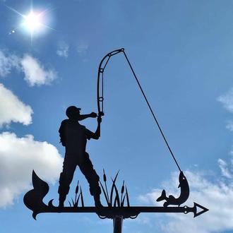 "Флюгер на крышу дома ""Рыбак со щукой, Рибак"" с металла 2 мм"