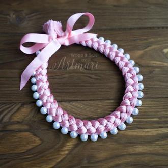 Колье-коса шелковое розовое с бусинами жемчужинами