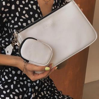 Белая сумка-багет с цепочкой, широким ремнем и маленьким боксом
