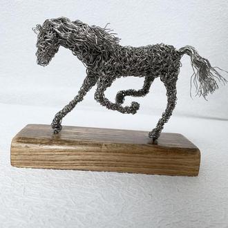 Скульптура Конь