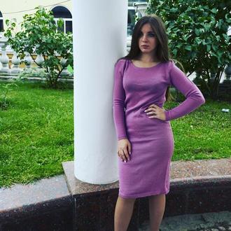 Платье лилового цвета меди