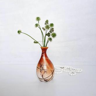 Маленькая керамическая ваза . Бело-оранжевая ваза для украшения.