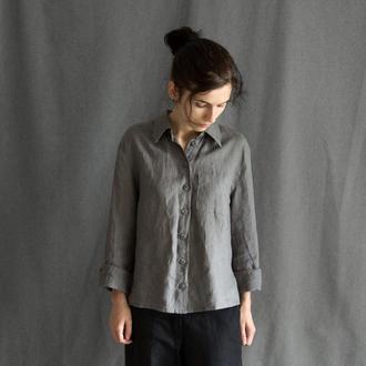Темно-серая льняная рубашка с ручной вышивкой