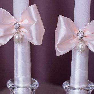Свічки із чудовими підвісками у персикових тонах. Декор свічок на замовлення.