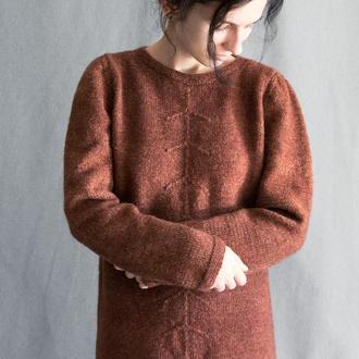 Вязаное вручную платье из натуральной шерсти