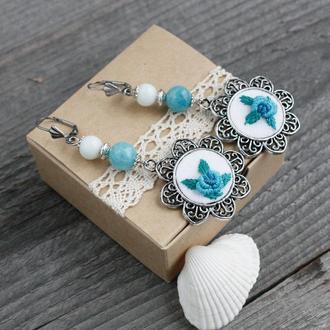 Аквамариново голубые серьги с розами Длинные нарядные серьги с камнями