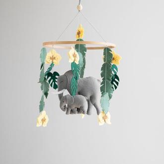 Мобиль со слонами  для детской кроватки в стиле сафари