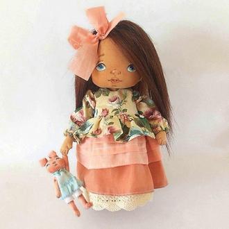 Лиза Текстильная Интерьерная кукла с игрушкой Авторская куколка с нарисованным лицом