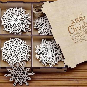 Набор новогодних снежинок из дерева (12 шт)