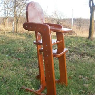 Дитячий регульований стілець для годування.