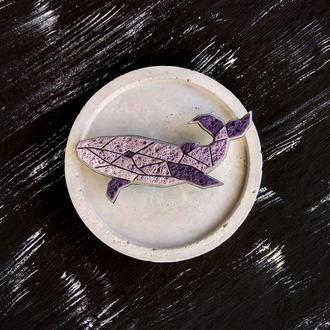 Авторская геометрическая брошь Кит. Полигональная фиолетовая брошь Кит. Брошь Рыбка ручной работы