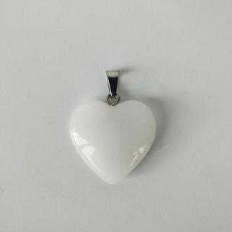 Подвеска сердце, натуральный белый кварц на шнурке