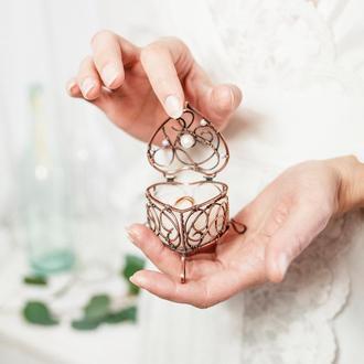 Скринька для прикрас або весільних обручок