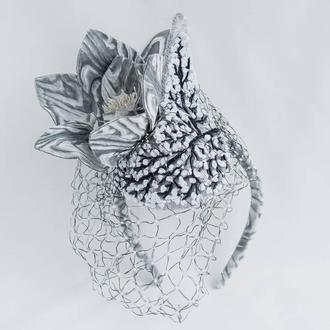 Ободок-шляпка с цветами из бархата