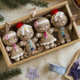 Пряничные человечки (набор из 4 шт) вязаная игрушка крючком, игрушка на елку амигуруми