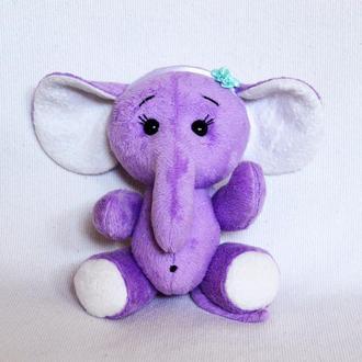 Слоненок Лили. Игрушки