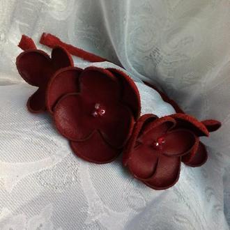 Кожаный ободок с цветами