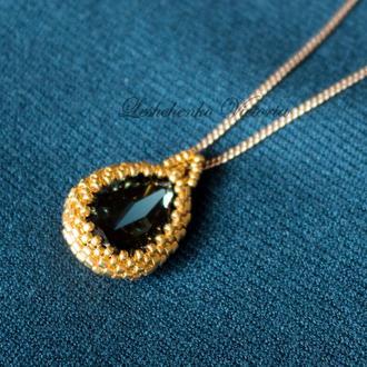 Золотой кулон с темно-синим кристаллом Swarovski и ювелирным бисером