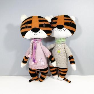 Тигриця в рожевому і тигр в бежевому Тигренята символ року 2022 М'яка іграшка тигреня