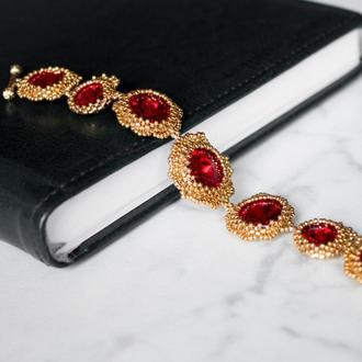 Золотой браслет с красными кристаллами Swarovski и ювелирным бисером
