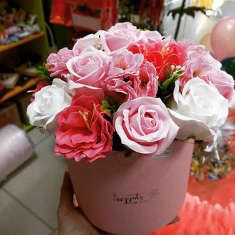 Букет з мильними квітами в коробці