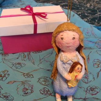 Ватная елочная игрушка Девочка с куклой